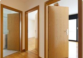 фото установка дверей межкомнатных